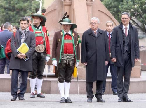Juncker arriva a Bolzano. E l'inno italiano viene messo a tacere