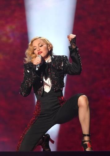 Madonna, i look più sexy 13