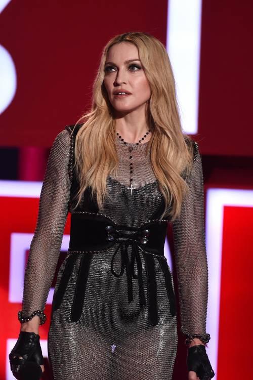 Madonna, i look più sexy 19