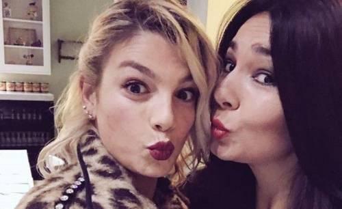 Elisa D'Ospina sfida Belen con una foto di Emma