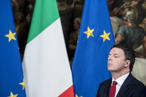 """Renzi ci riprova con l'Europa: """"Ci aiuti o non diamo più soldi"""""""
