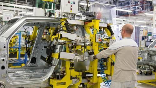 Industria, a novembre cala la produzione