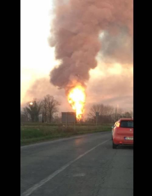 Pavia, esplosione alla raffineria dell'Eni 8