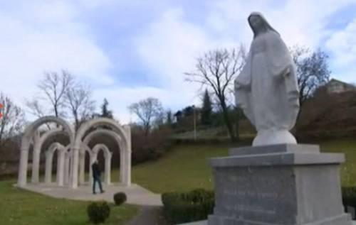 Francia, i giudici fanno rimuovere una statua della Madonna