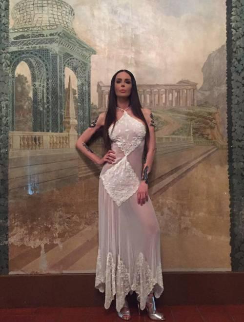 Nina Moric sexy in intimo su Facebook 11