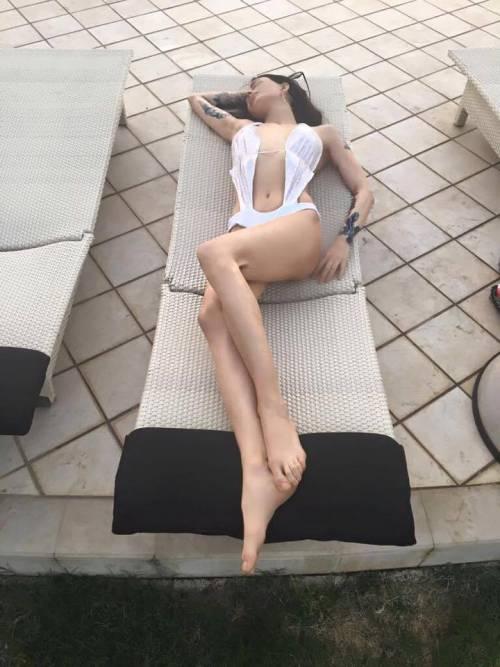 Nina Moric sexy in intimo su Facebook 19