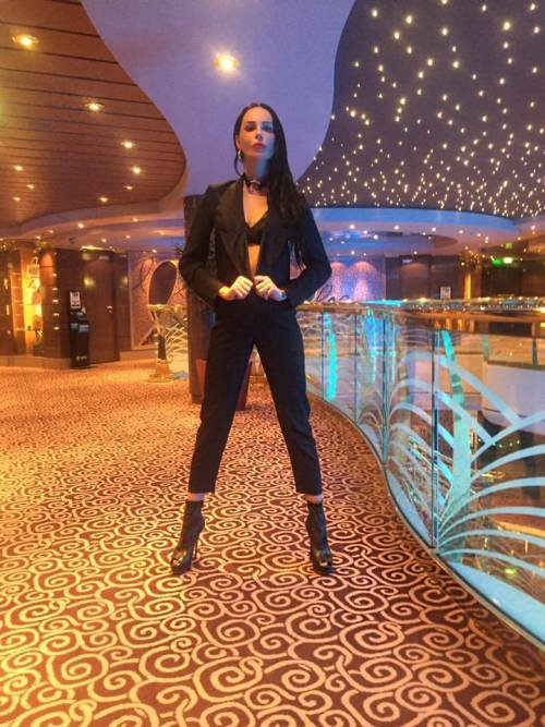 Nina Moric sexy in intimo su Facebook 23