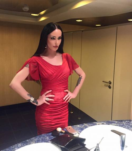Nina Moric sexy in intimo su Facebook 24