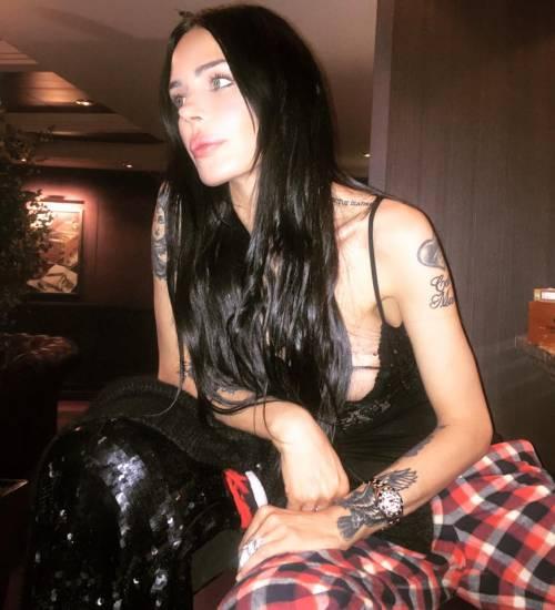 Nina Moric sexy in intimo su Facebook 30