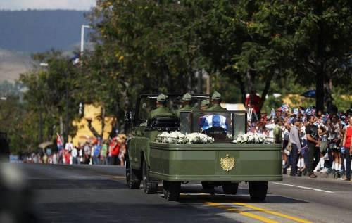 Il corteo funebre di Fidel Castro a Santiago 6