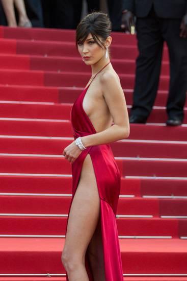 Bella Hadid, le foto più sexy 18