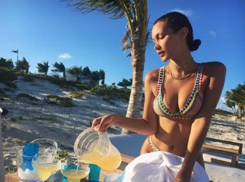 Bella Hadid, le foto più sexy 32