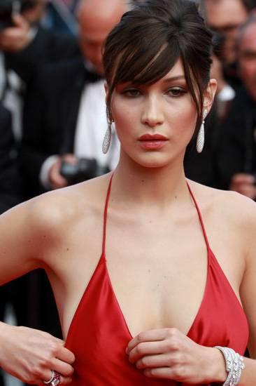 Bella Hadid, le foto più sexy 34