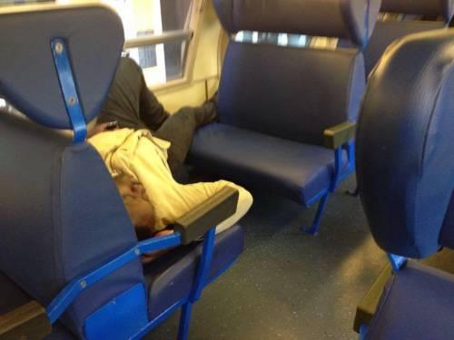 Il viaggio sui treni del terrore dove comandano gli immigrati