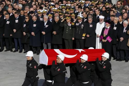 A Istanbul i funerali degli ufficiali uccisi 2