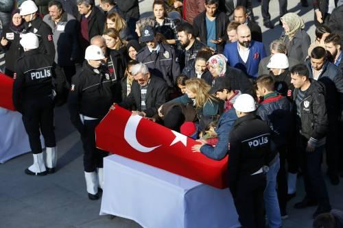 A Istanbul i funerali degli ufficiali uccisi 5