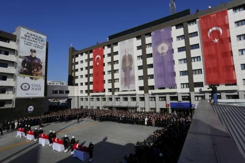 A Istanbul i funerali degli ufficiali uccisi 1