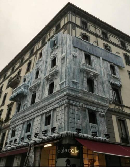 Milano, il palazzo ghiacciato spopola sui social network 3