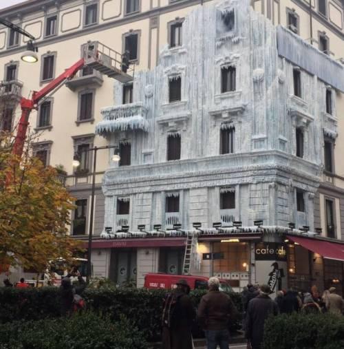 Milano, il palazzo ghiacciato spopola sui social network 8
