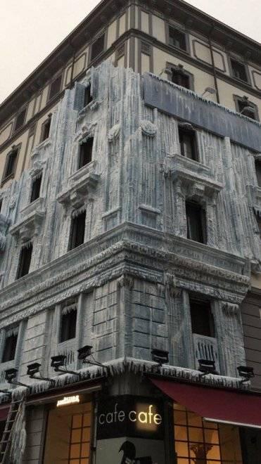 Milano, il palazzo ghiacciato spopola sui social network 7