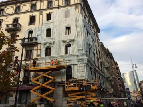 Milano, il palazzo ghiacciato spopola sui social network 6