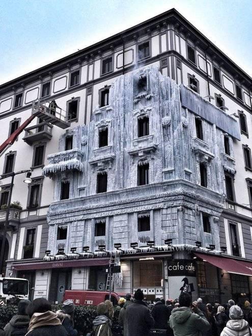 Milano, il palazzo ghiacciato spopola sui social network 11