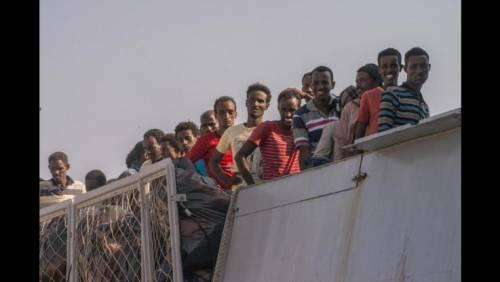 Nella Sardegna della sinistra esplode la rabbia anti migranti