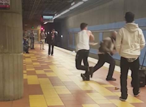 La moda di attaccare in metro. Dopo Berlino, anche Hollywood