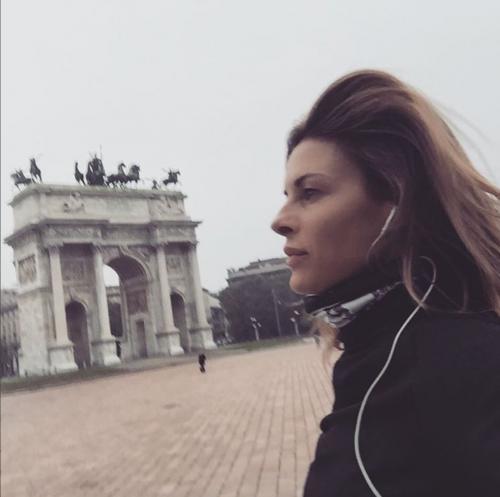 Martina Colombari sexy nella vita di tutti i giorni 10