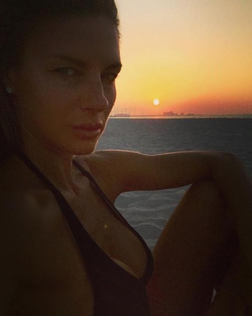 Martina Colombari sexy nella vita di tutti i giorni 11