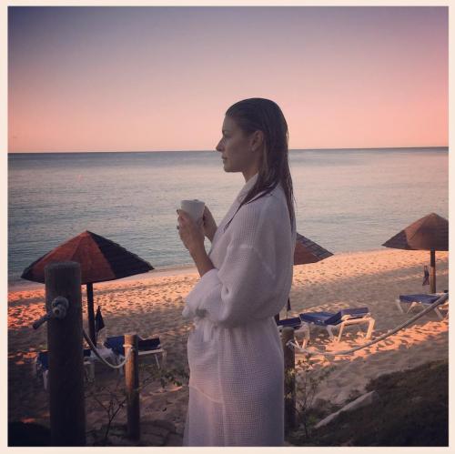 Martina Colombari sexy nella vita di tutti i giorni 13