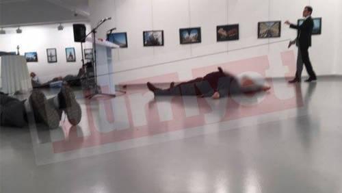 Ankara, spari all'ambasciatore russo: la fotosequenza 3