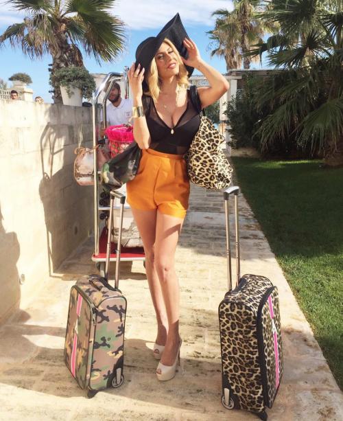 Paola Caruso hot, sexy e prorompente: foto 5