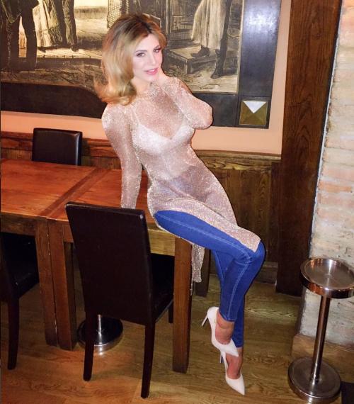 Paola Caruso hot, sexy e prorompente: foto 10