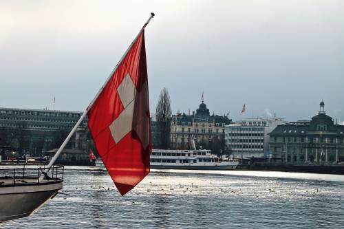 """""""Il passaporto non si svende"""". Destra svizzera contro i migranti"""