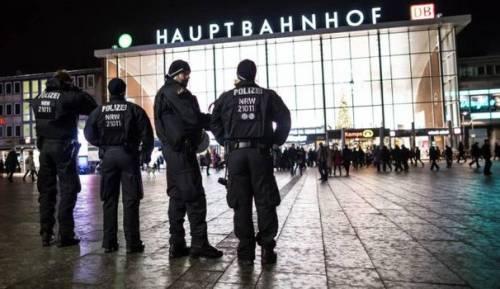 Colonia, fermati centinaia di nordafricani per evitare stupri
