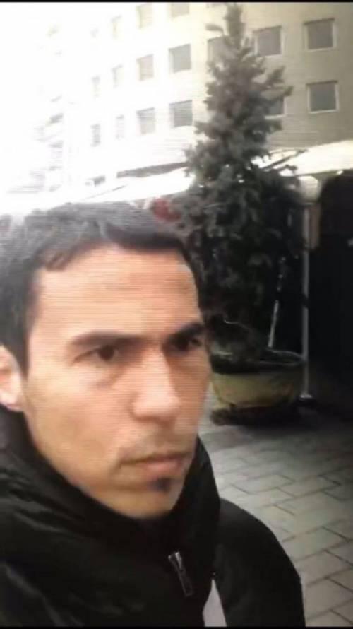 Le nuove foto del killer di Istanbul 1