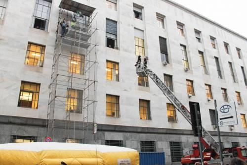 Milano, uomo minaccia il suicidio in tribunale 4