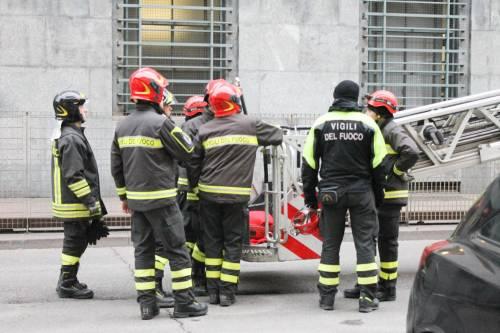 Milano, uomo minaccia il suicidio in tribunale 6