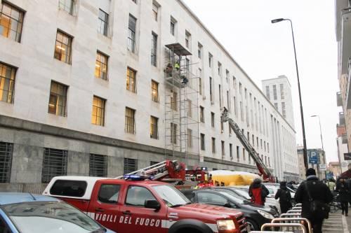 Milano, uomo minaccia il suicidio in tribunale 5