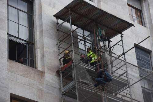 Milano, uomo minaccia il suicidio in tribunale 8