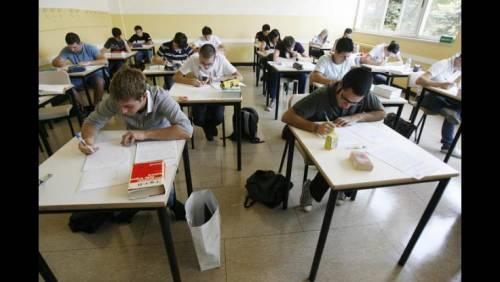 Ocse: quindicenni italiani più stressati al mondo e dipendenti da internet