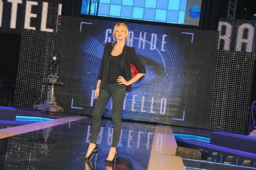 Alessia Marcuzzi sexy conduttrice dell'Isola dei Famosi 2017 11