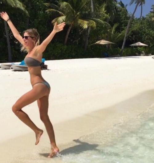 Alessia Marcuzzi sexy conduttrice dell'Isola dei Famosi 2017 30