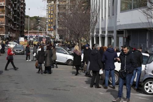 Terremoto, panico a Roma: chiusa metropolitana, evacuate scuole e uffici 9