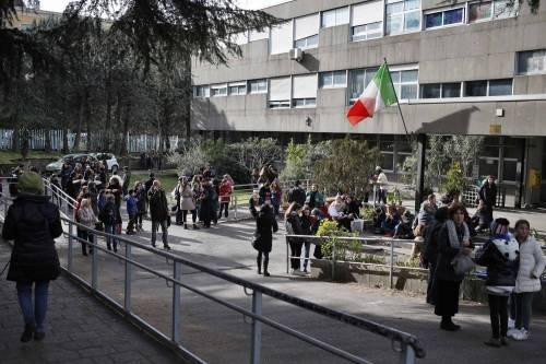 Terremoto, panico a Roma: chiusa metropolitana, evacuate scuole e uffici 10