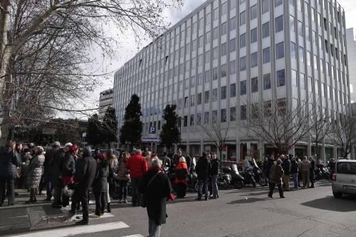 Terremoto, panico a Roma: chiusa metropolitana, evacuate scuole e uffici 13