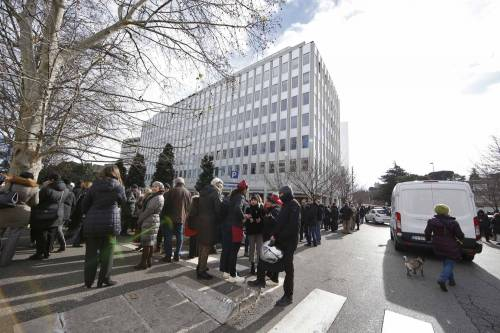 Terremoto, panico a Roma: chiusa metropolitana, evacuate scuole e uffici 14