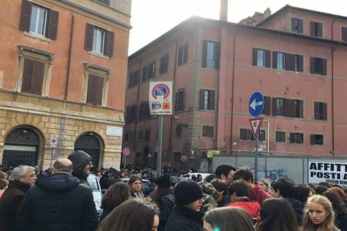 Terremoto, panico a Roma: chiusa metropolitana, evacuate scuole e uffici 15