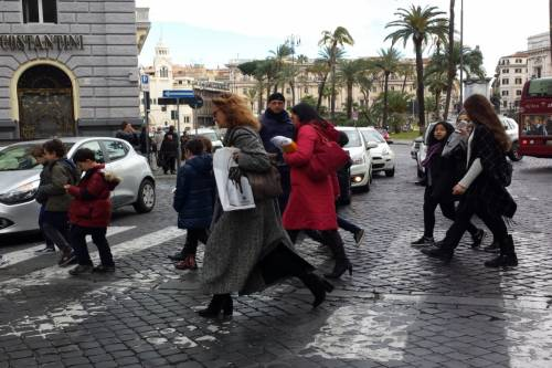 Terremoto, panico a Roma: chiusa metropolitana, evacuate scuole e uffici 16